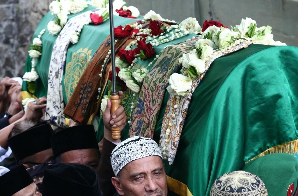 Bagamana caranya membuat manusia Indonesia setiap saat dapat jujur dan dipercaya?